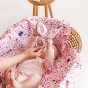 """Baltas pledukas užklotukas kūdikiui """"Rožiniai tigriukai"""""""