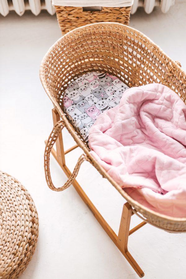 rožinis šiltas pledukas ir paklodėlė